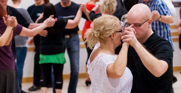 Happy Dance - paritanssitunti
